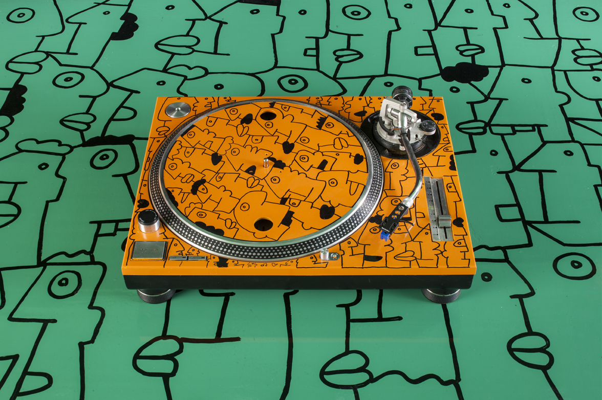 Thierry Noir Turntables-1